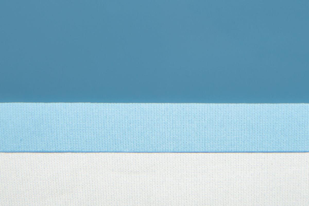 Карбогласс 4 мм синий. Образец на фоне листа бумаги и ткани