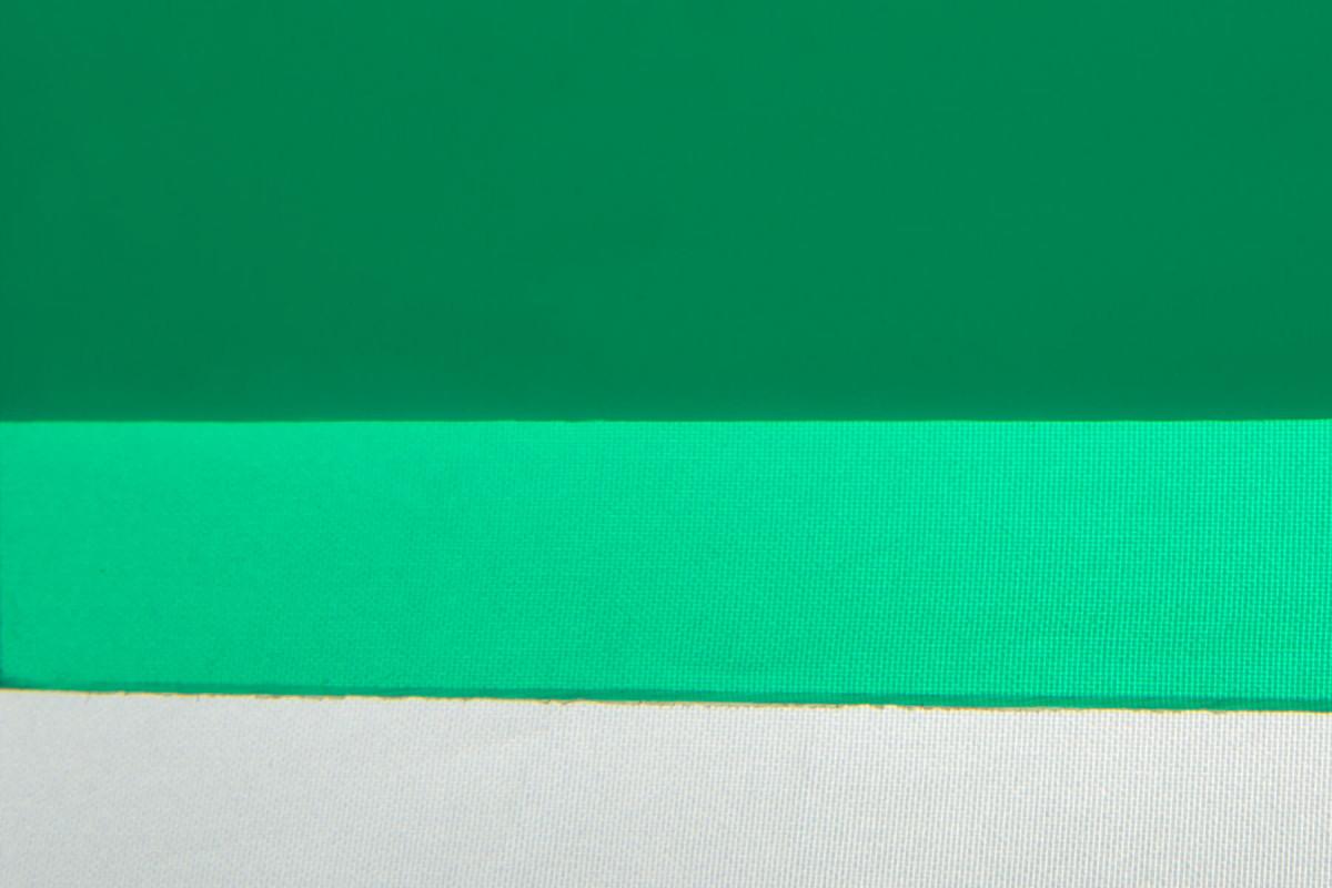 Карбогласс 2 мм зелёный. Образец на фоне листа бумаги и ткани