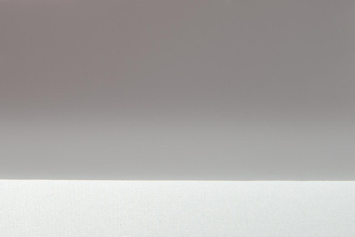 Карбогласс 6 мм молочный. Образец на фоне листа бумаги и ткани